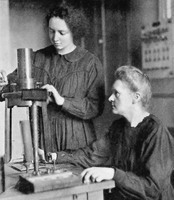 Irène Joliot-Curie (1897-1956) et Marie Curie (1867-1934)
